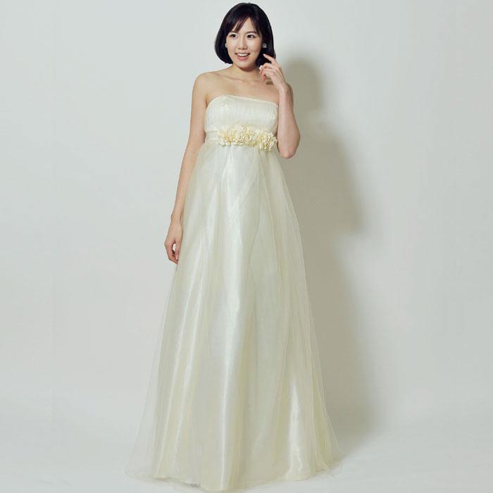 フラワーチュールが可愛い結婚式にピッタリのホワイトドレス