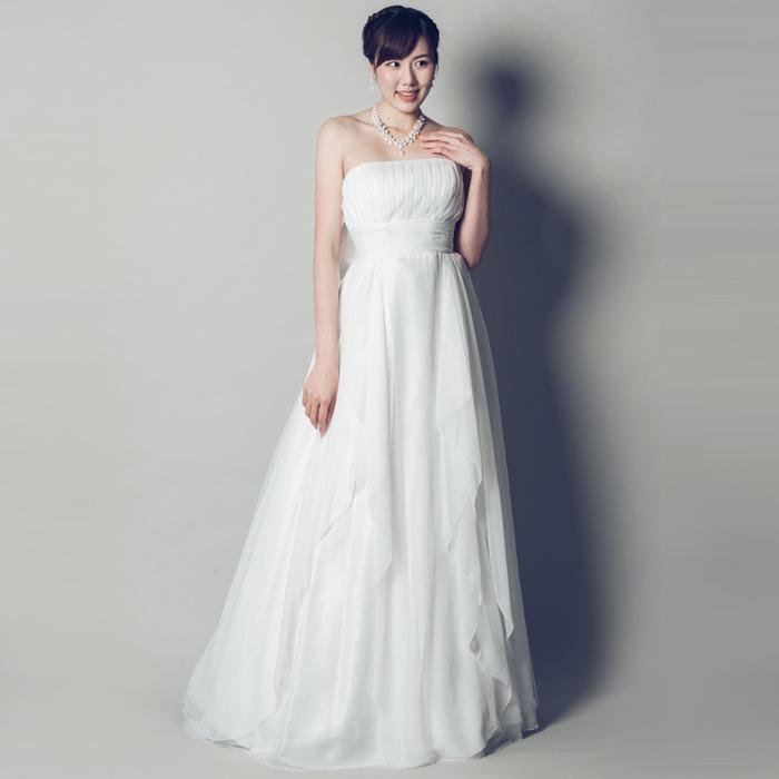 結婚式にも使えるホワイトカラーのドレス