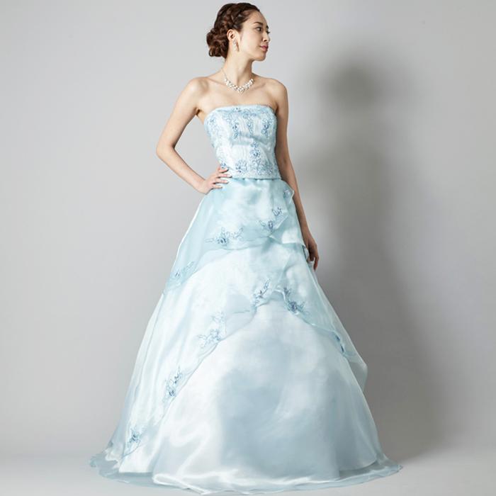 クールな印象でビーズが映えるベビーブルーカラーのドレス