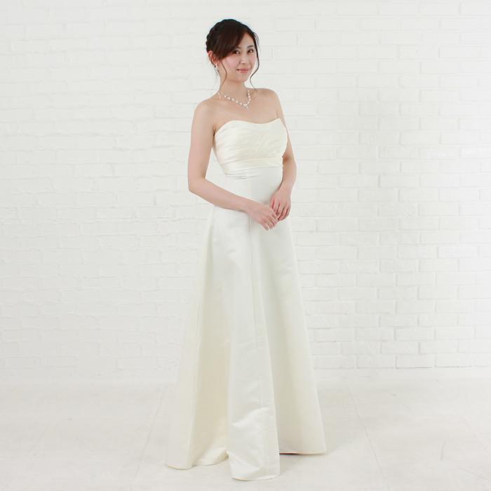 結婚式に最適の清潔感あるクリーンイメージのアイボリー色のドレス