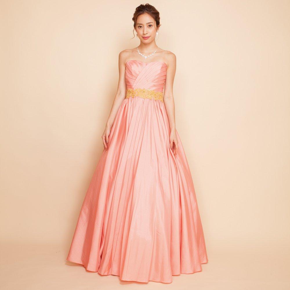 流行に関係なく女性に人気のピンクカラードレス