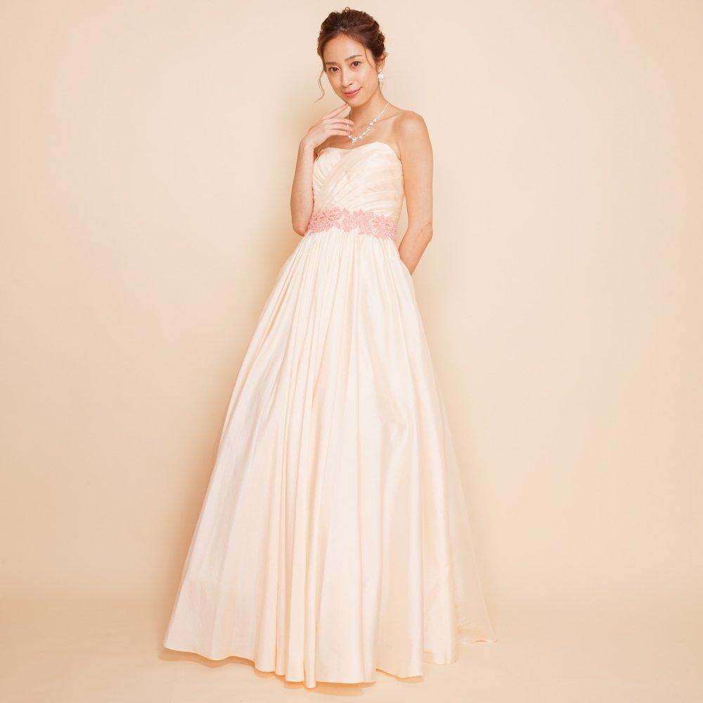 どこにでも着て行ける万能アイボリーカラーのドレス