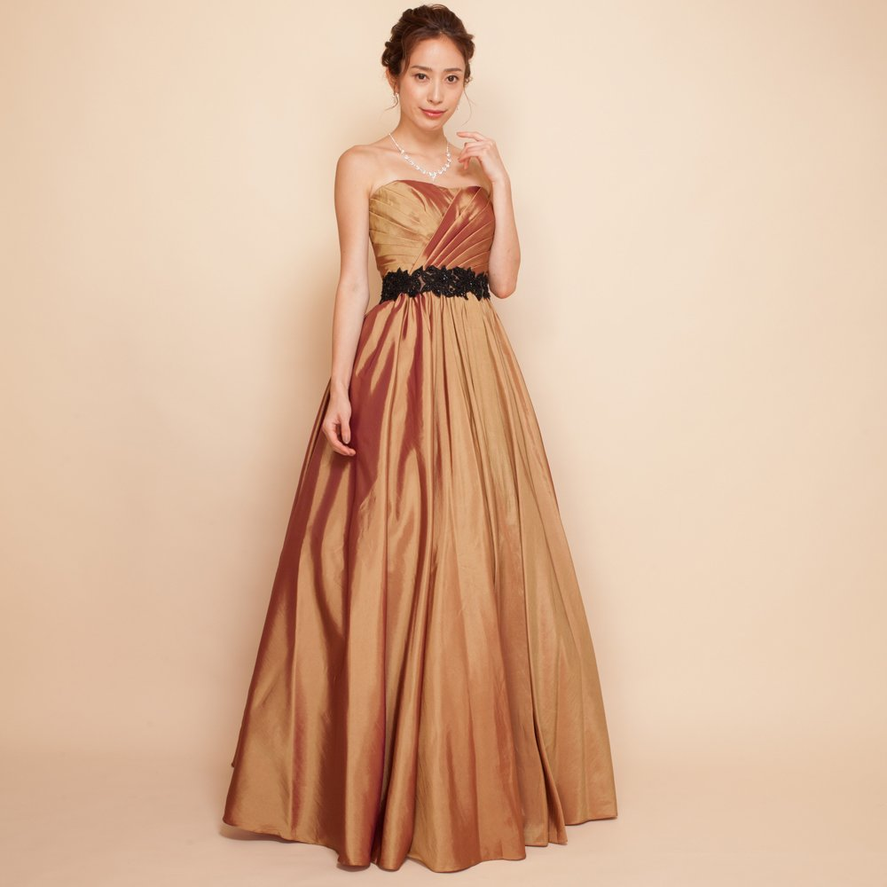 演奏会で暖かみのある曲にピッタリのコッパーカラーのドレス