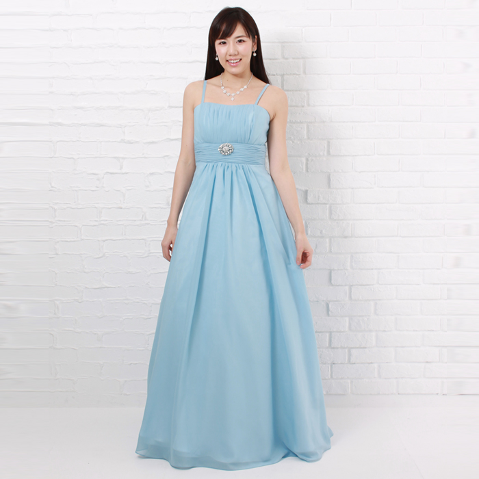 夏空のような爽やかでクールな屋外パーティーに最適なスカイブルーカラーのドレス