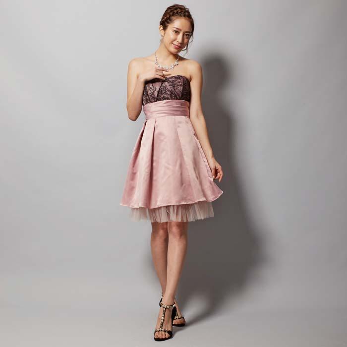 可愛らしさと大人っぽさを同時に演出するピンクのお呼ばれドレス