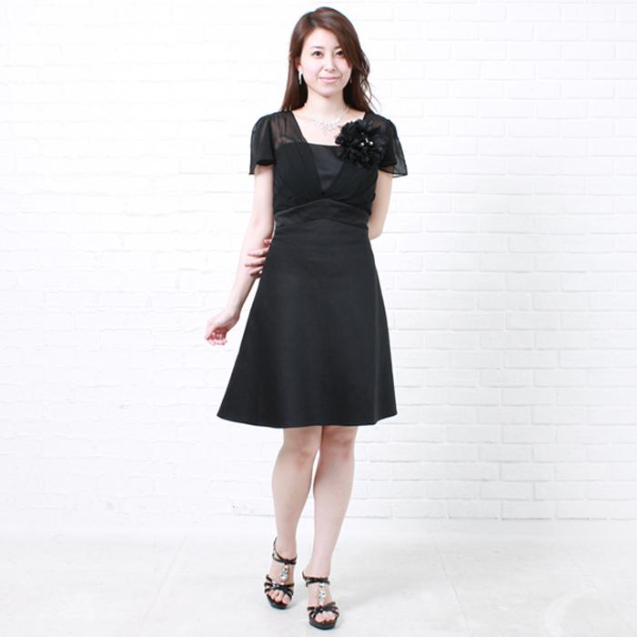 大人の女性を思う存分アピールできるブラックのお呼ばれドレス
