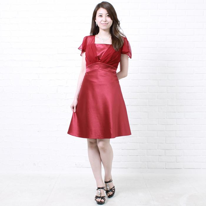 ここぞという時に着たい、情熱のレッドカラーのドレス。