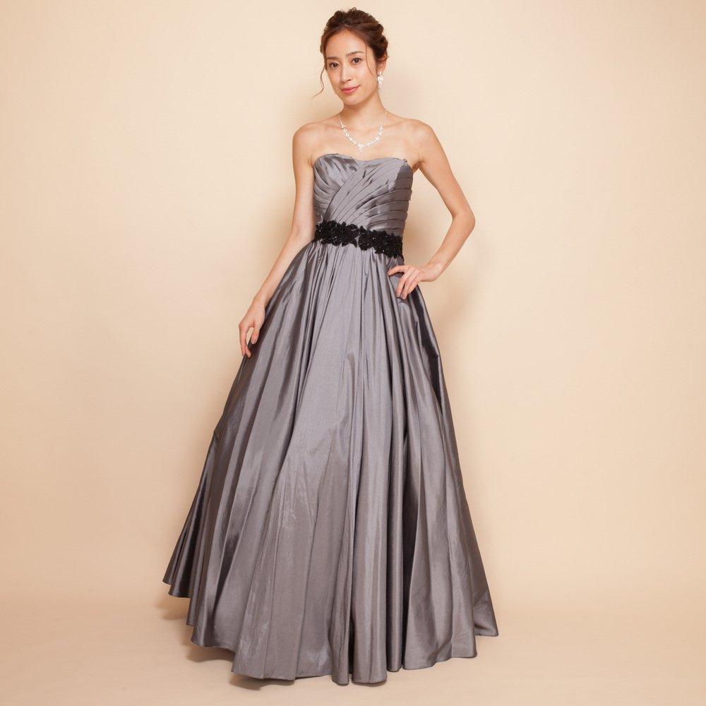 シルバーカラーのどんな場面にも馴染んでしまうカラードレス