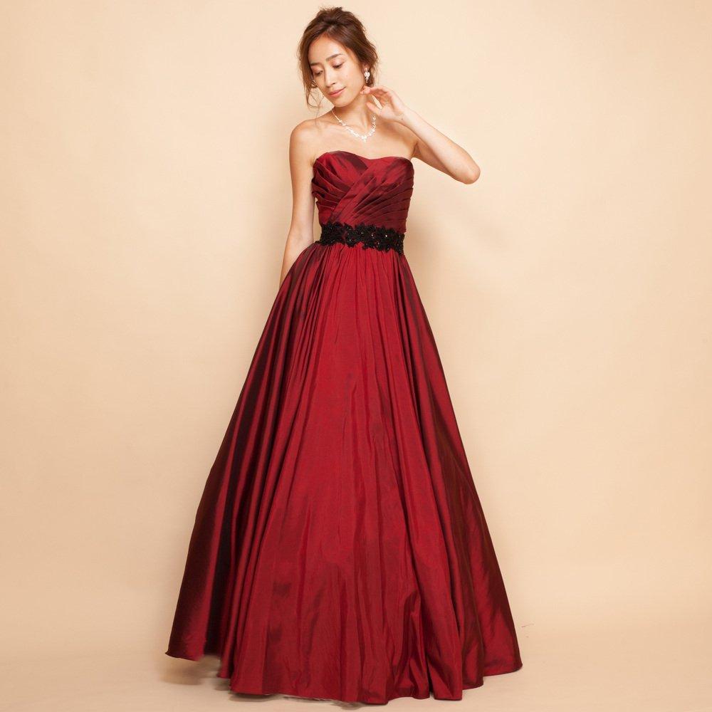 バーガンディーカラーの女性の美しさを引き出すロングカラードレス