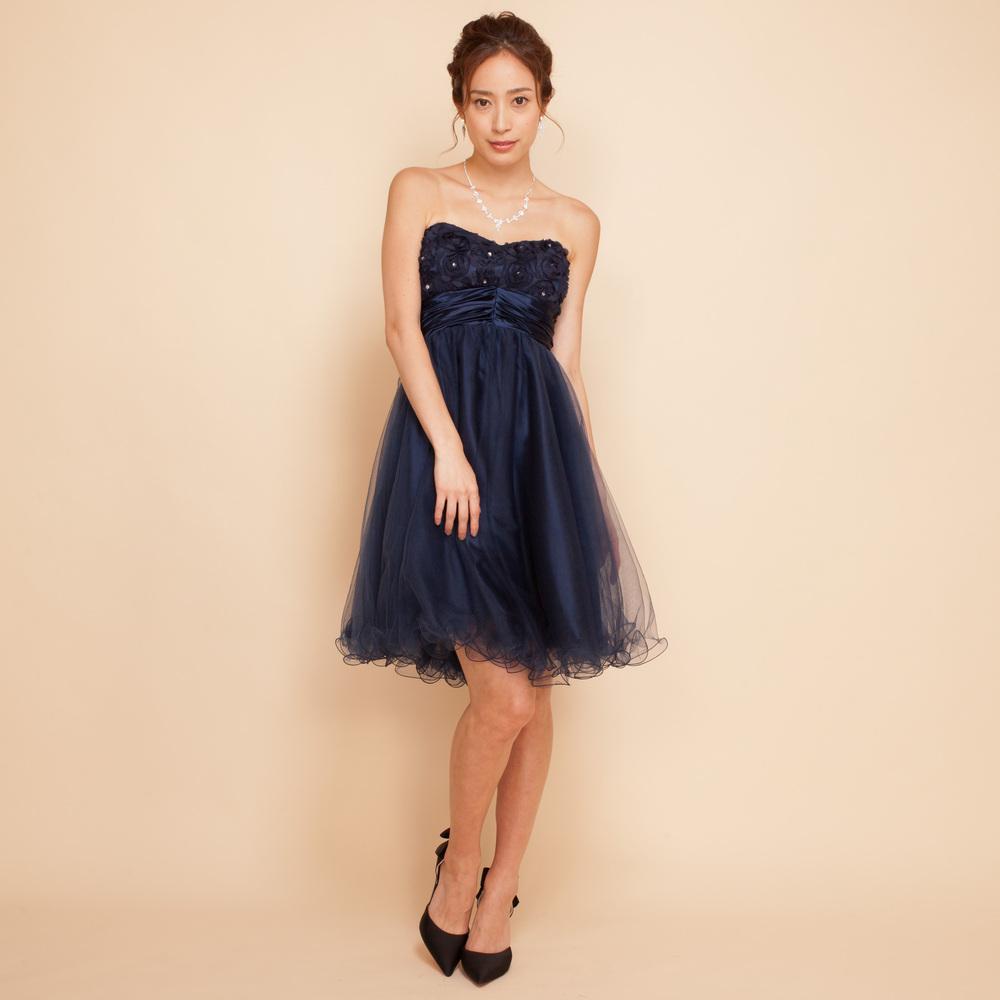 ネイビーで大人な雰囲気でまとめたお呼ばれドレス