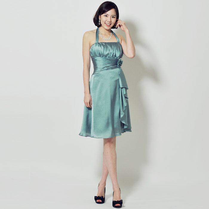 ホルダーネックタイプのエメラルドグリーンが爽やかなお呼ばれドレス