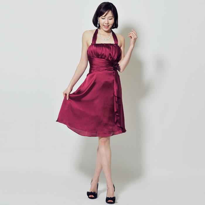 深みのあるワインレッドが印象的なお呼ばれドレス