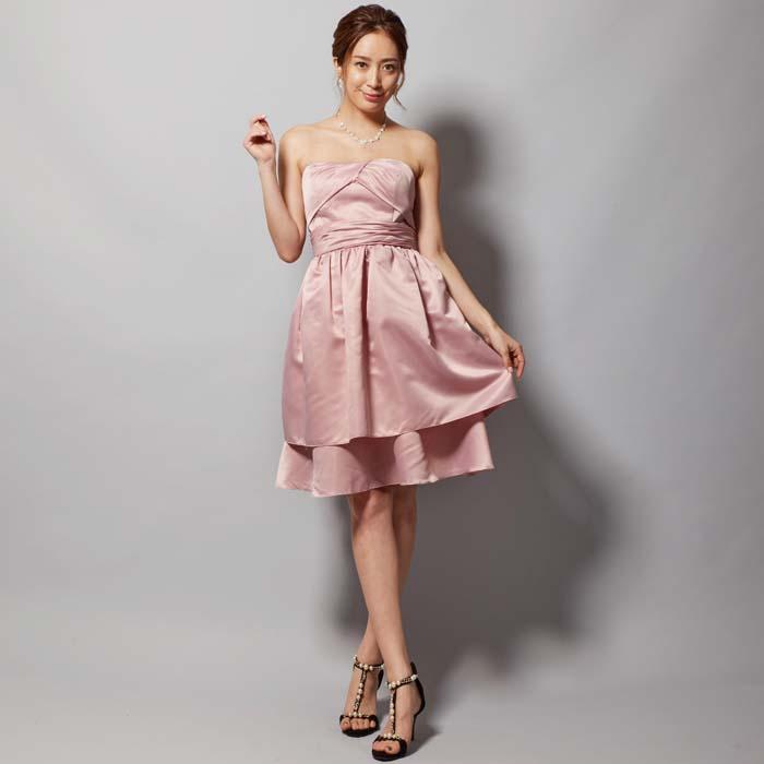 シンプルな美しさを感じさせるライトピンクカラーのお呼ばれドレス