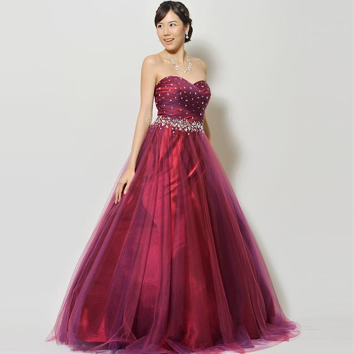 赤み掛かったプラムカラーの存在感のあるエレガントなステージドレス