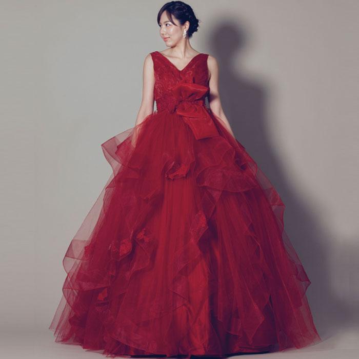 ウェストの大きなリボンが特徴的なワインレッドカラーの結婚式ドレス
