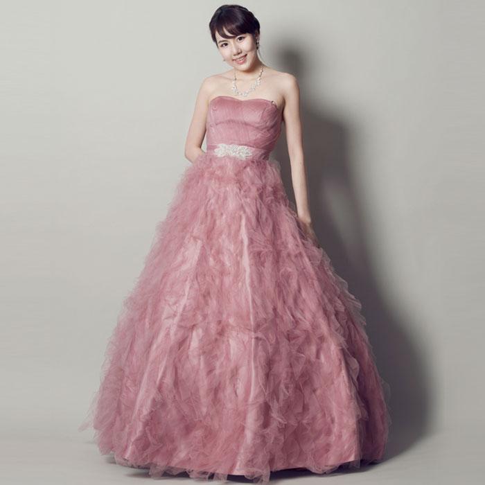 チュールのふんわりピンクがお花のようなドレス