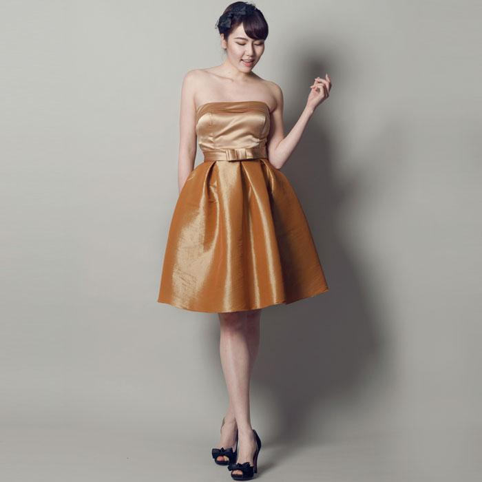特別なステージにふさわしい高級感あふれるゴールドカラードレス