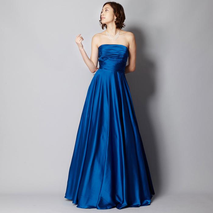 気品あるクールビューティー、ロイヤルブルーカラードレス