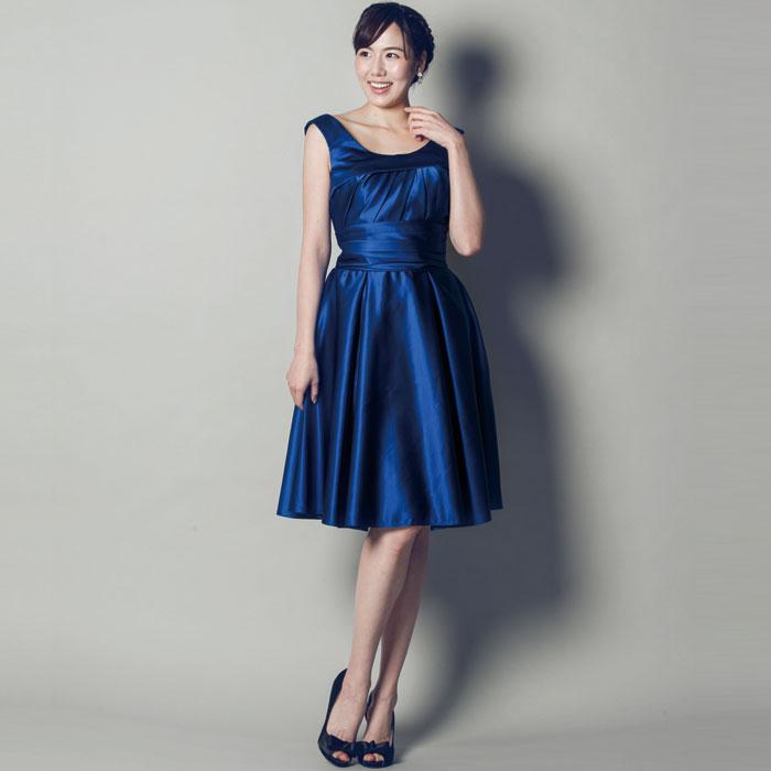 万能タイプのロイヤルブルーのお呼ばれドレス