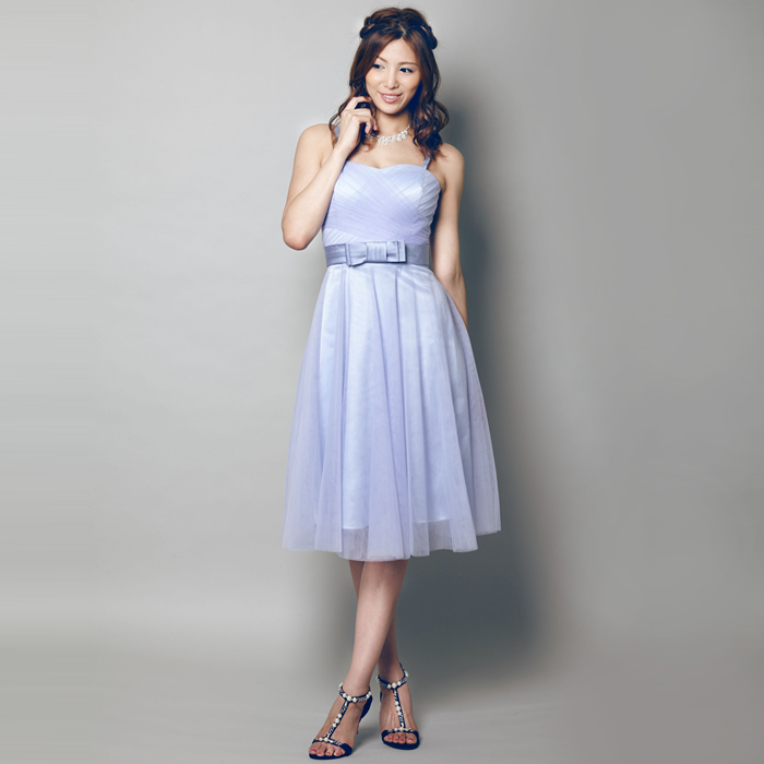 シンプルかつ上品なスカイブルーのショートドレス