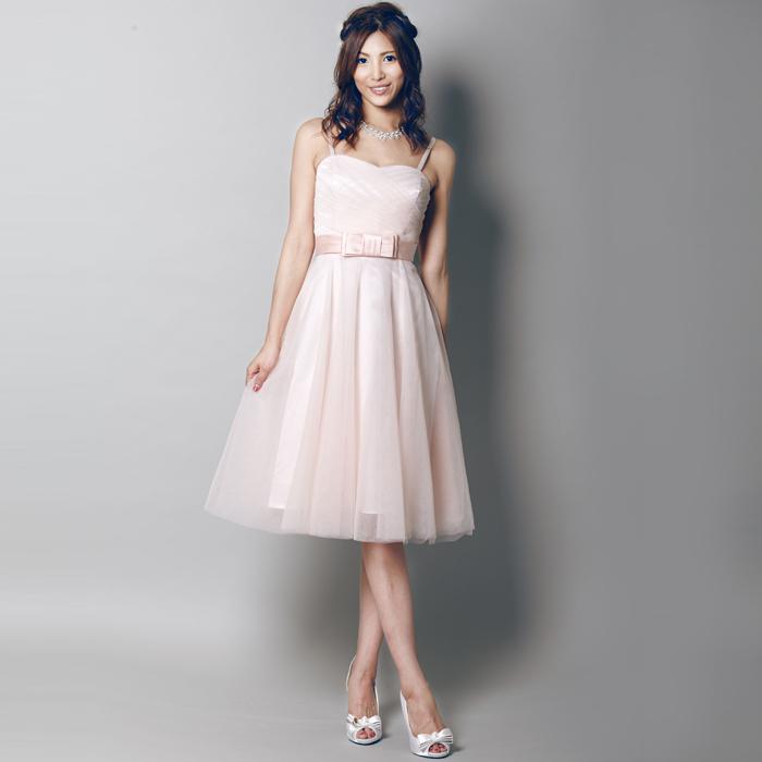 柔らかいピンクカラーが優しさを表現してくれているお呼ばれドレス