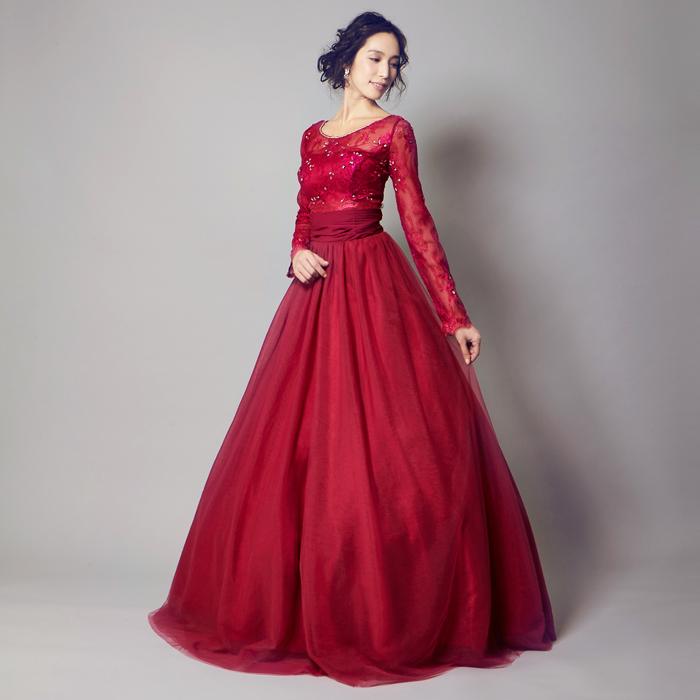 妖艶さがあるワインレッドの演奏会ドレス