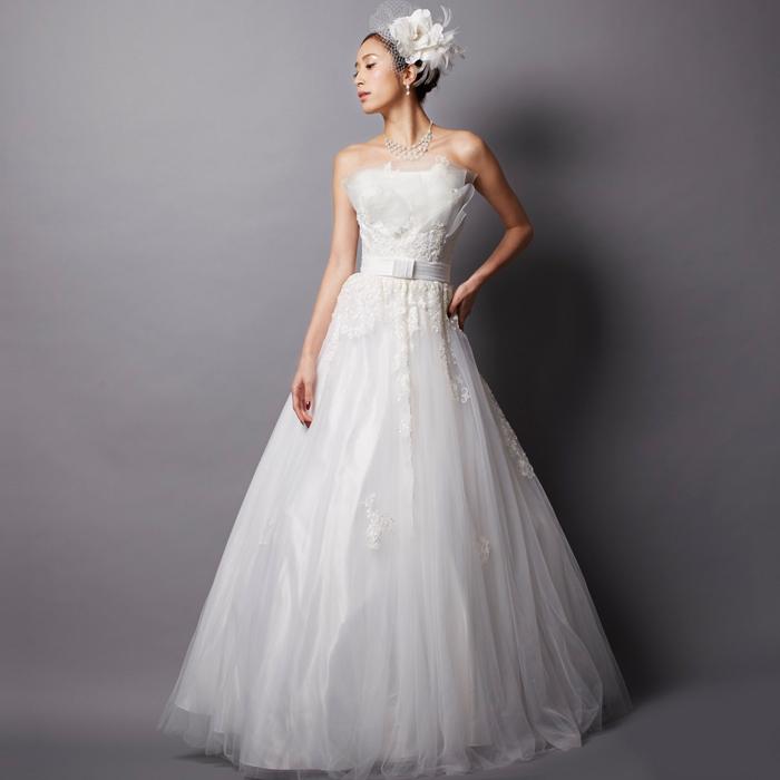洗練された美しさを放つホワイトのウェディングドレス
