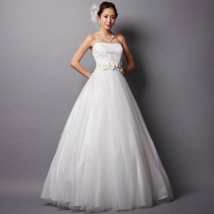清楚で明るいホワイトのウェディング用ドレス