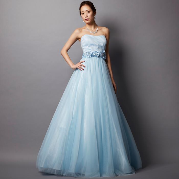 色とデザインの調和が美しいスカイブルーのパーティドレス