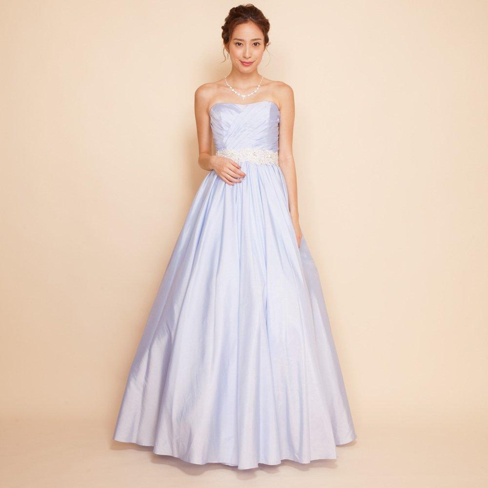 爽やかなブルーにホワイトレースベルトが映えるロングドレス