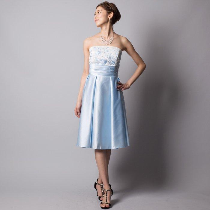 キュートなベビーブルーサテン刺繍ミディアムドレス