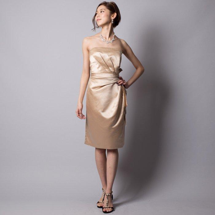 ベージュカラーで美しさを引き出せるお呼ばれドレス