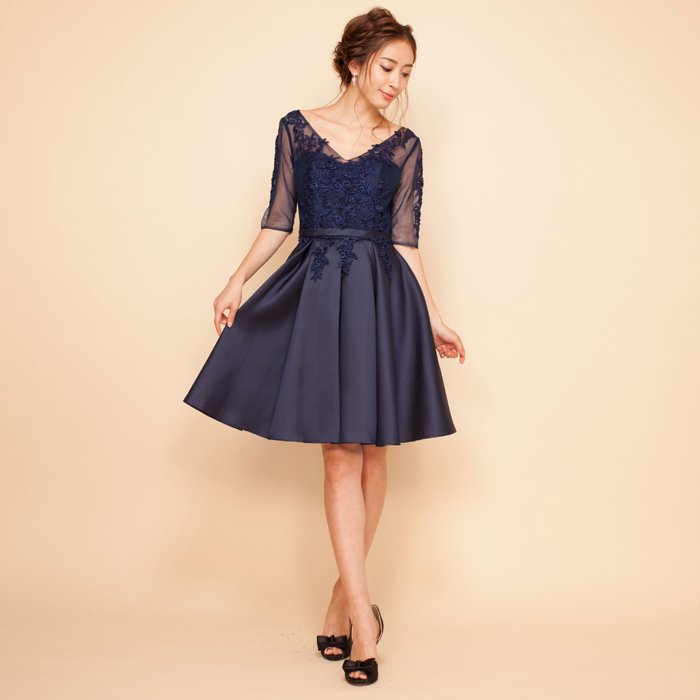 パーティーにぴったりなレース七分袖ネイビーミディアム丈ドレス