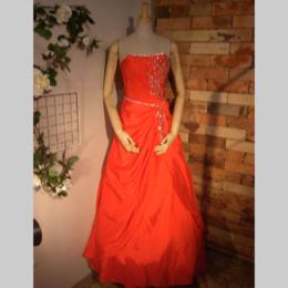 ウェディングやコンサートでもご着用頂ける、赤い(レッド)ドレス