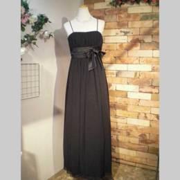 ハンドベルの演奏や音楽リサイタルにオススメな黒のドレス