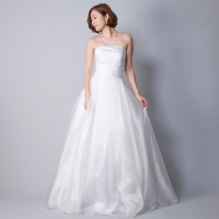 結婚式にオススメな純白のウェディングドレス・オーガンジー素材のスカートが豪華