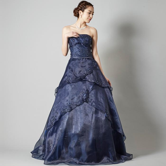 クラシックな演奏会などにはネイビーカラーのドレス