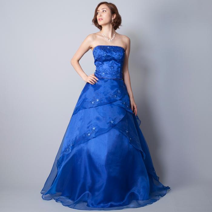 季節を問わず演奏会には美しく大人らしいロイヤルブルーのドレス