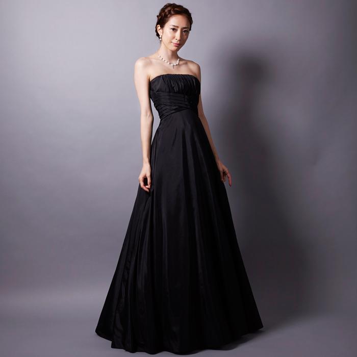 クラシック演奏会などに最適の大人の雰囲気を演出するブラックカラーのドレス
