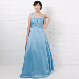 春先の二次会や演奏会で活躍するさわやかなスカイブルーカラーのドレス