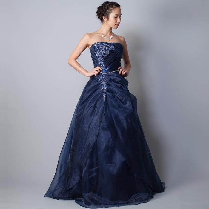 落ち着いた曲目の演奏会にはネイビーカラーのドレス