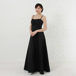 カッコいい女性のブラックカラードレス パーティー、演奏会や二次会などのイベントに最適