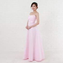 可憐な色、ピンクカラードレスはかわいらしさダントツの色二次会やパーティーなど華やかな場所に最適