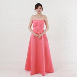 少し濃いめのコーラルピンクカラードレスは大人かわいい色、演奏会、二次会やパーティーなど最適