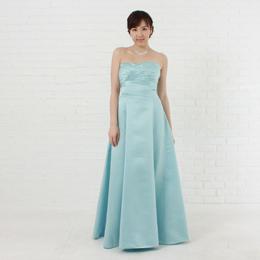涼しげな印象のスカイブルーカラードレスの薄いブルーがさわやかドレス
