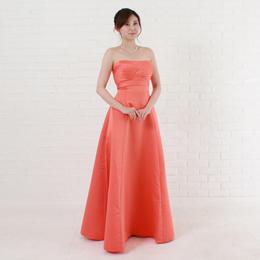 明るい色のオレンジカラードレス活発なドレスはパーティー、演奏会など楽しい場所に最適カラー