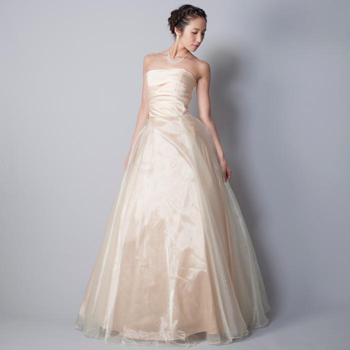 豪華で華やかな活発な印象を与えてくれるイエローカラーのドレス一覧