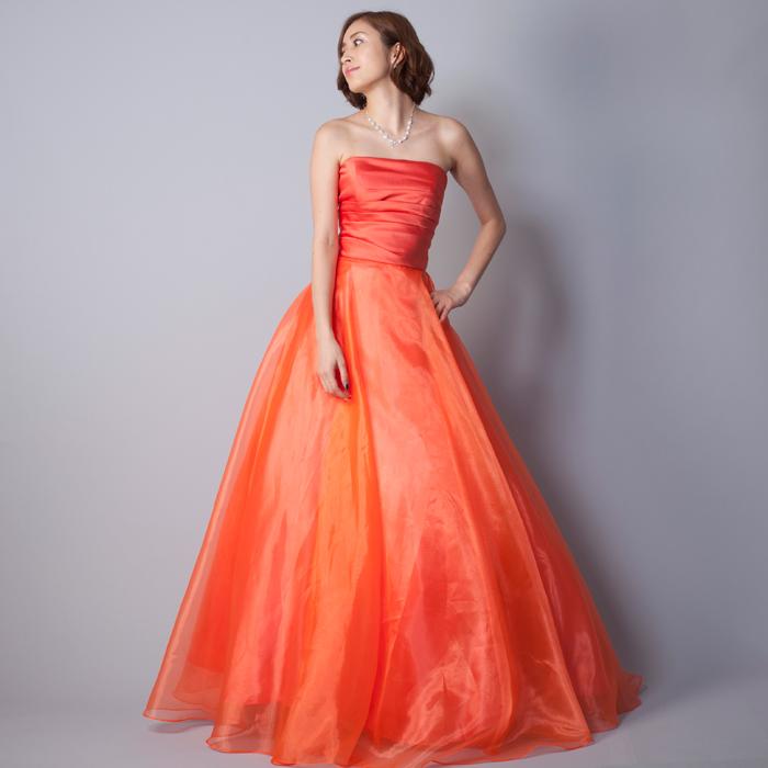 元気で明るい印象を感じさせるオレンジ色の演奏会向けカラードレス
