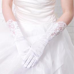 腕を透かしたデザインの大人の印象漂うウェディンググローブ (ホワイト)