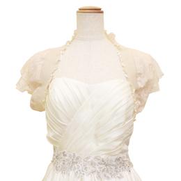 結婚式のゲストドレスに合わせるのにぴったりなホワイトレースボレロ